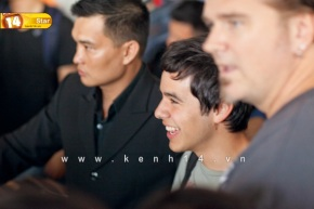 David Archuleta arriving at TSN Airport, HCMC, Vietnam (35)