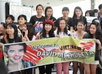 Viet fans waiting for David Archuleta at TSN Airport, HCM (13)