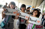 Viet fans waiting for David Archuleta at TSN Airport, HCM (2)