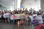 Viet fans waiting for David Archuleta at TSN Airport, HCM (3)