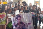 Viet fans waiting for David Archuleta at TSN Airport, HCM (4)