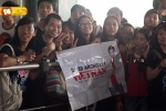 Viet fans waiting for David Archuleta at TSN Airport, HCM (5)