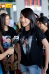 Viet fans waiting for David Archuleta at TSN Airport, HCM (8)