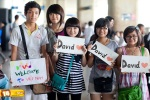 Viet fans waiting for David Archuleta at TSN Airport, HCM (9)