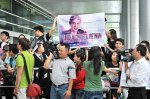 Viet fans waiting for David Archuleta at TSN Airport, HCM